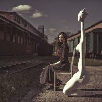 Катя с Изей ждут трамвай :: Sergey Lexin