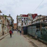 Если сбиться с тур.маршрута. Типичная улочка в Гаване (Куба) :: Юрий Поляков
