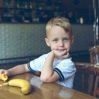 мальчик с бананном :: Vladimir Valker