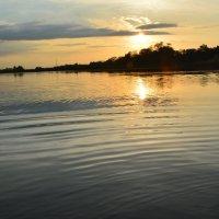 Закат на реке. :: Виктор ЖИГУЛИН.