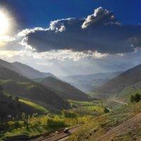 Дорога на перевал Камчик . :: Леонид Кудрейко