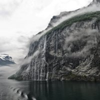 Фьорды, водопады, туман :: Valeriy(Валерий) Сергиенко