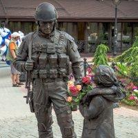 Памятник Вежливым людям :: Денис Будняк