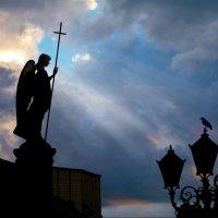 Ангел хранитель нашего города :: Вадим Качан