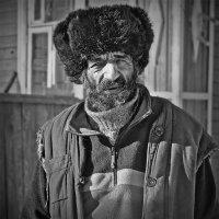 Человек в поношенном ватнике :: Николай Белавин