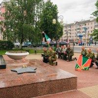 У памятника Медсёстрам :: Николай Невзоров
