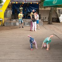 Танцуем, сегодня мы с тобой танцуем....... :: Юрий Арасланов