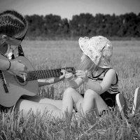сестренки — это что—то такое кристально чистое и бездонное. :: Ирина Барс