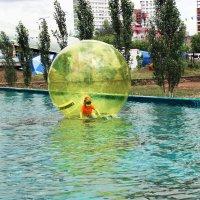 Девочка в шаре :: раиса Орловская