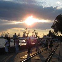 Бердянск. Закат на набережной :: Ирина Диденко