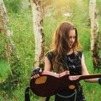 Девушка с гитарой :: Сергей Алексеев