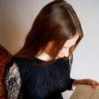 Девушка с книгой. :: Olesya Aleksandrova