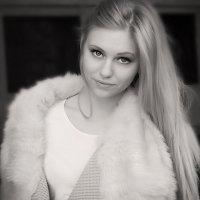 Julia :: Xeniya Likich