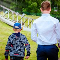 Тот момент когда старшему брату выдали аттестат))) :: Наталья Александрова