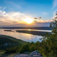 Закат на Волге. Вид с горы Стрельная. :: Василий Губский