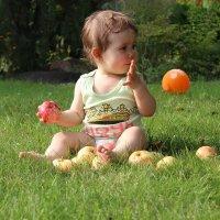 Девочка с яблоками :: елена ферштут