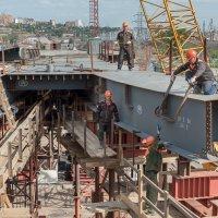 На стройке четвёртого моста в г. Красноярске :: Борис Приходько