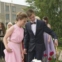 Цветы к памятнику Героев Великой Отечественной Войны от Выпускников 2016 года! :: Алёна Алексаткина