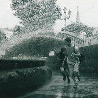 Под струями фонтана :: Максим Ткаченко