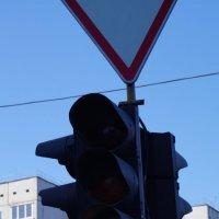 Но почему, почему, почему был светофор зеленый? :: Иннокентий Авдонин
