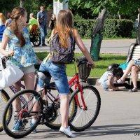 девушки и велосипеды :: Олег Лукьянов