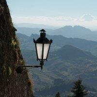 Одинокий фонарь для освещения пейзажа :: Руслан Гончар