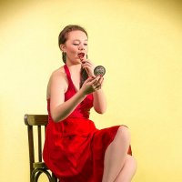 "Кокетливая девушка с зеркалом :: Фотостудия ""Fox tale"""
