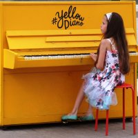 Желтое Пиано... :: Марина Харченкова