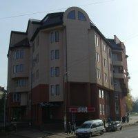 Офисное  здание  в   Городенке :: Андрей  Васильевич Коляскин