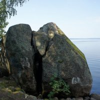 Расколотый камень :: Елена Павлова (Смолова)