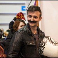 Мужчина,у Вас ус отклеился! :: Алексей Патлах