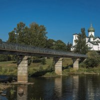 Мост через р. Пскову. :: Виктор Грузнов