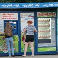 Город Вязьма. Вкусное молоко в любое время суток... :: Владимир Павлов