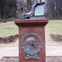 Памятник Карамзину в Остафьево :: Дмитрий Никитин
