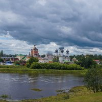 Тучи над монастырем :: Анатолий