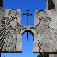 Вход в монастырский комплекс Эчмиадзина :: Лидия кутузова