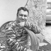Анатолий с археологическим артефактом) :: Евгений Золотаев