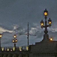 город зажигает огни :: Елена