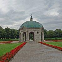 Хофгартен (нем. Hofgarten) — парк в стиле барокко в центре Мюнхена :: Galina Dzubina
