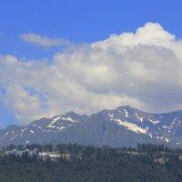 Красная Поляна в июне. Вид на Лауру с плато Роза Хутор. :: Vladimir 070549