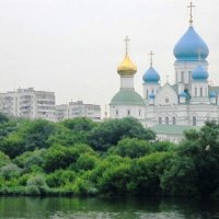 Вид на Божий храм и дома с реки :: Дмитрий Никитин