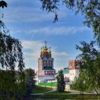 Вид на Преображенскую  церковь :: Галина Galyazlatotsvet