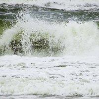 Волны разлетаются в брызги :: Маргарита Батырева