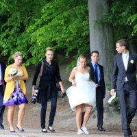 Спортивная невеста, ее ТУФЛЕносец и свита;-)) :: Olga
