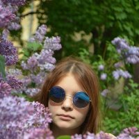 Девушка в сирени :: alen.kon К