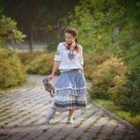 Выгуливая кота... :: Дмитрий Додельцев