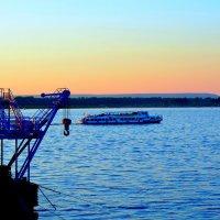 Красивый вечер на Набережной :: Евгений