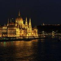 Здание венгерского парламента на берегу Дуная :: Вадим *
