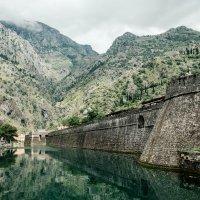Стены  Старого города в Которе :: Станислав Маун