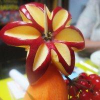 Цветок из яблока :: татьяна